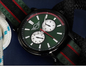 为什么很多人花掉一个月工资去买一款手表?