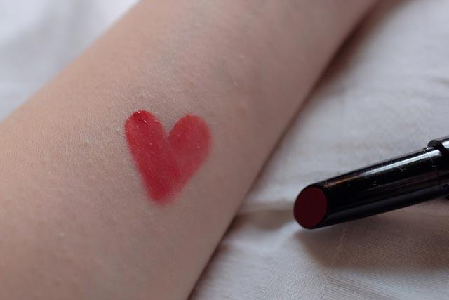 CHANEL香奈儿精萃釉色唇笔#214号试色,粉色与正红色之间的水红色